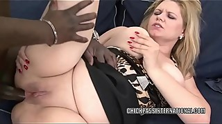 European slut Jessica Aureli takes a dick in her plump butt